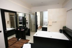 Jacuzzi – Lux One Bedroom Apartment – Ideal for Couples – From 67‎€