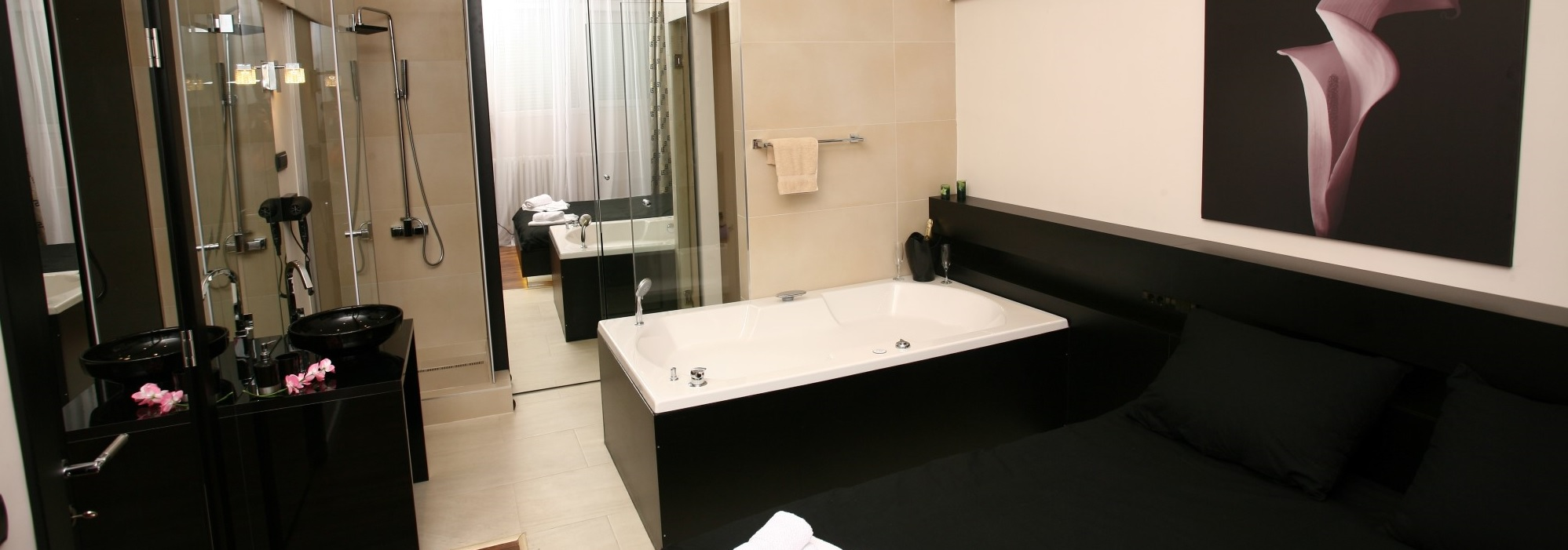 Jacuzzi – Lux One Bedroom Apartment – Ideal for Couples – From 67€